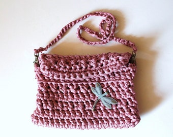 Pink crochet handbag, with dragonfly motif.