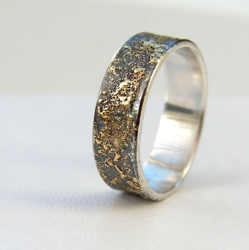 Gold Chaos Rustic Mens Wedding Ring in 18kt Gold and