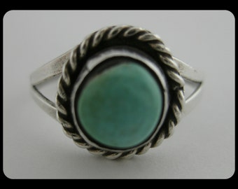 VINTAGE 1960s/70s Rounded Turquoise Stone Cabachon Wrapped in Roped Sterling Silver on Handmade Ring OOAK Primitive Amateur Artisan sz6-7