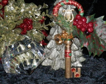 YULE HOLLY Fairy KEY Embelleshed Magic Tool with Organza Bag and Scroll