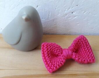Small knit bow brooch - fuchsia - wool flower cotton