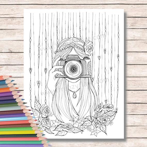 Páginas impresas para colorear para adultos o niños. Chica con