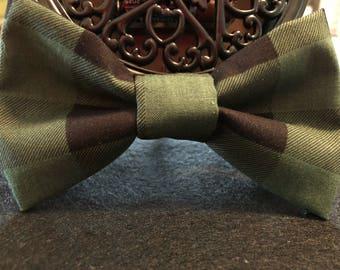 Hunter green plaid (human) bow tie
