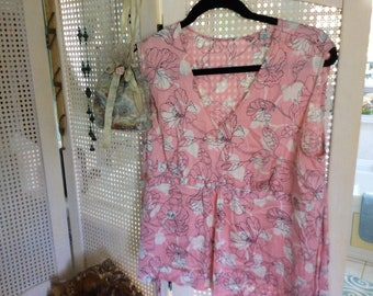 Vintage Silk Blouse size L, Lovely Light Pink, White and Black Floral Print, Soft and Flowing!