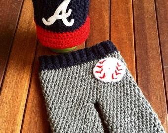 Newborn Atlanta Braves baby cap and pants set