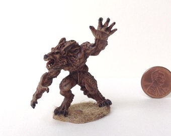 Snarling Werewolf in 28 mm scale. A beautifully detailed, hand painted miniature for Gothic, Ravenloft roleplay or Halloween dioramas.