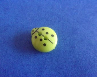 Apple green Ladybug button, 2 holes - 13mmx12mm