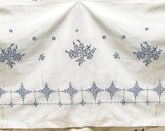Vintage Tablecloth Home Decor Window Valance Kitchen Valance Kitchen Decor Vintage Linens Embroidered Table Drape
