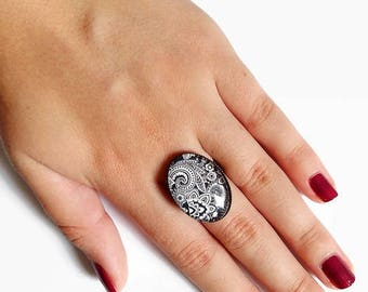 Oval Ring * black and white Indian paisley * Paisley traditional Indian white black, glass cabochon