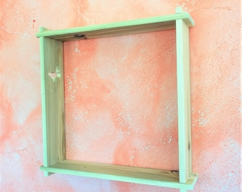 Wall shelf made from reclaimed wood in a kit to assemble without glue or screws