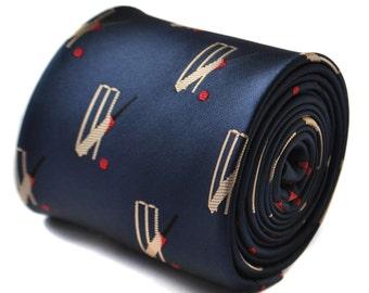 corbata azul marino con cricket tocones diseño con diseño floral de la firma en la parte trasera de Frederick Thomas FT1843