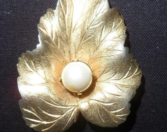 Vintage Sarah Coventry Leaf Brooch with Pearl