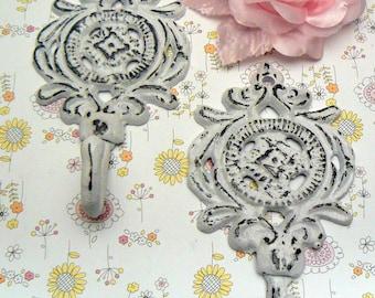 Ornate Medallion Shabby Cottage Chic Pair Set Hooks Floral Hook Cast Iron Key Leash Jewelry Hat Scarf Nursery Bathroom Set 2 Hooks White
