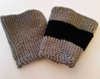 Coffee cup cozy/sleeve.  Fits large cup (16 oz).