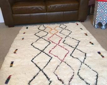 Lovely Handmade Moroccan Berber rug Vintage rug Azilal Rug Tribal Carpet Bohemian Beni Ourain rug 100%wool  6.3x4.2 ft 190x126cm