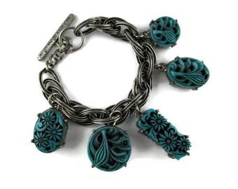 Selro Charm Bracelet / Selini Blue Molded Thermoplastic Toggle Bracelet/ Chunky Floral Charms