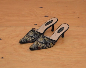 Vintage Gold & Black Embroidered Mules Pumps Slip On SO Romantic SZ 7