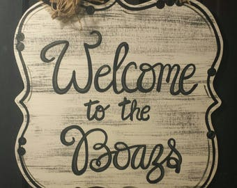 Welcome sign door hanger, white and black