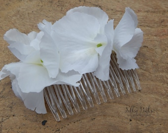 White Hydrangea Hair Accessory, White Floral Hair Comb, Decorated Hair Comb,