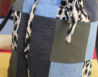 sacoche baluchon,fait a la main,création unique,jeans,suede,coton,motif léopard,