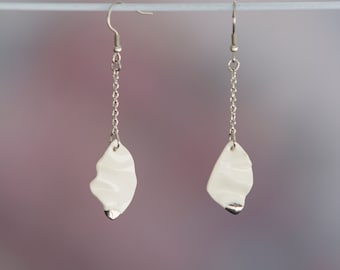 White ceramic earrings. Diamond shape with white gold detail. Hand made in Montréal