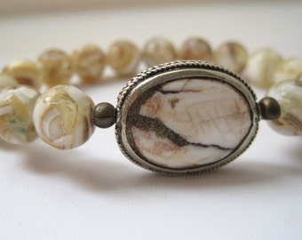 Mother of Pearl & Naga Conch Shell Bracelet / Boho Stacking Bracelet / Dark Caramel Vanilla Cream / Bohemian Beadwork