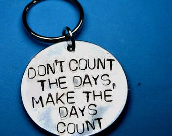 Engraved keychain, Best friend gift, Inspirational Gift, Wedding favors, Party Favours, Dont count the days make the days count, Sale, UK