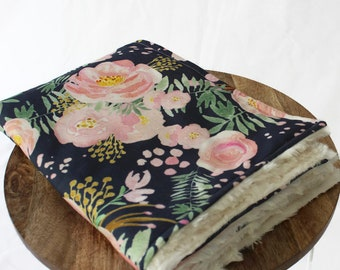 Organic Cotton and Minky Blanket, Baby Girl Pram Blanket, Soft Baby Blanket, Receiving Blanket, Pretty floral design,