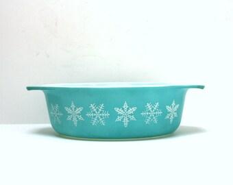 Turquoise Snowflake Pyrex Casserole.  1960's 1 1/2 qt. Pyrex Casserole Dish.