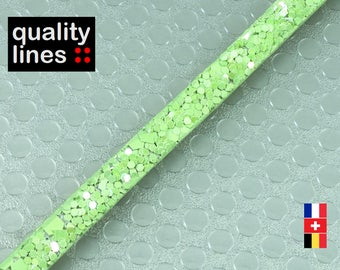 X 18 cm, 5mm flat leather light green glitter, 18 cm is big enough for a bracelet up to size XL