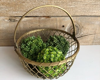 Brass basket. Brass wire basket with handle.