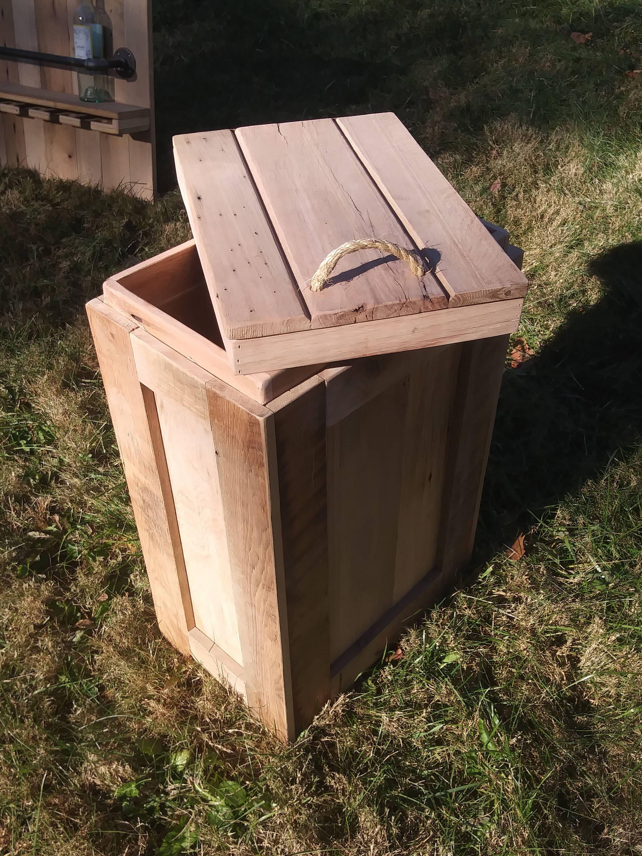 Altholz Bauholz Abfalleimer Mülleimer Papierkorb