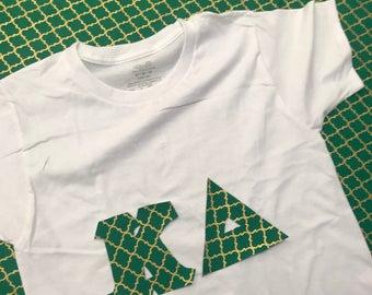 "PATTY - Crew Neck Greek Letter Shirt in ""Patty"" Pattern"