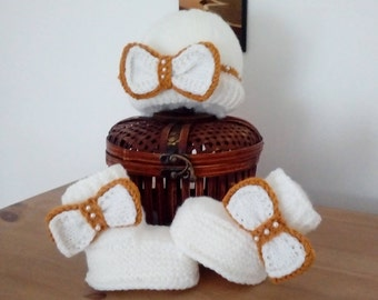 Handknitted beanie and bootees set for baby 3-6 months - FREE UK P&P