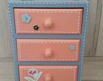 Mini chest drawers decorative flower