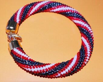 Beaded bracelet with black, red and white stripes / Браслет из бисера с черными, красными и белыми полосками