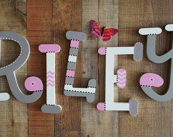 Lettres de la chambre de bébé - enfants nom lettres - police fantaisiste - bébé nom lettres - décor de chambre de bébé - Nursery Art mural