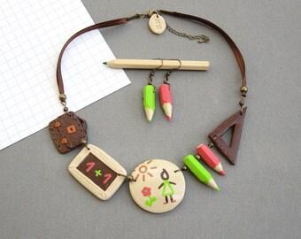 Collier maîtresse, boucles d'oreilles crayons, collier beige marron rose et vert, bijou pâte polymère fimo, cadeau maîtresse original
