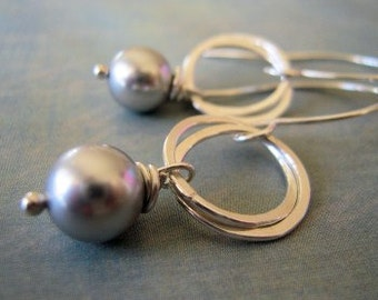 Bridesmaids Earrings, Entwined Circles with Pearl Earrings .. sterling silver.. under 20