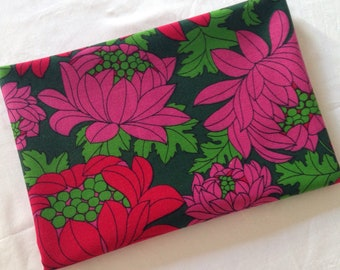 Vintage floral fabric //  red green pink cotton Retro 1960s // UK seller