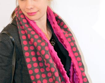 grey with pink dot snood (114)