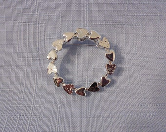 Gerrys Totally Adorable Heart Wreath Vintage Brooch Pin  Silver Tone