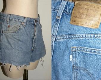 """Vintage Levi's 550 Shorts / cut offs / High waist Levis Denim Jeans / Vintage size 33 / Measure W 32"""""""