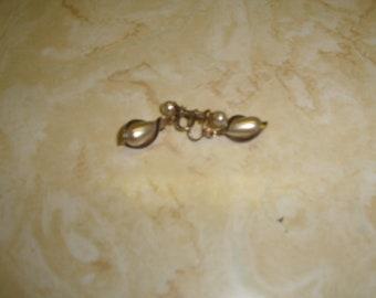 vintage screw back earrings goldtone caged faux pearl dangles