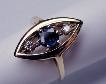A 14k Yellow Gold Blue Sapphire and Diamond Vintage Right-hand Ring circa 1950-1960. (A1429)