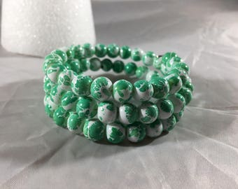 Mint green paint splatter beaded bracelet