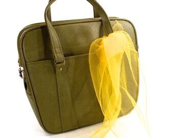 Vintage Royal Traveler, Avocado Green, Zippered Overnight, Carry on, Toiletry Bag, Luggage, Retro 1960s
