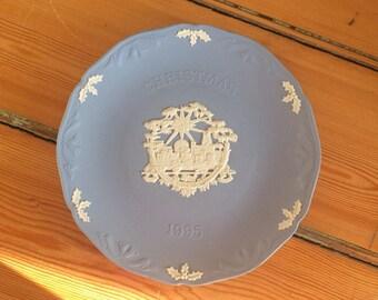 Vintage Wedgwood blue Jasperware Christmas 1995 Collectors plate