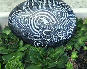 Zentangle Rock #11, handpainted stone, hand painted rock, rock painting, gift for him, gift for her, home decor, decorated rock, nature art