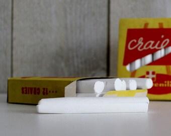 2 vintage Français Chalk Box, décoration des chambres d'enfants, blanc craie Vintage. Les enfants craie. Craie de Childs. Juvenilia. Boîte inutilisé
